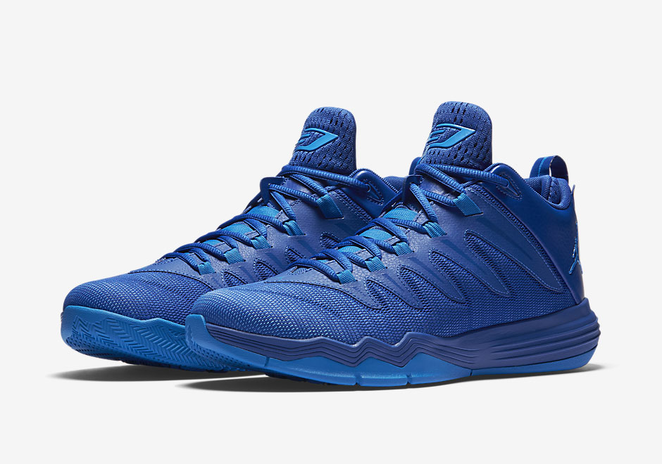 chris paul s signature shoe is going clippers blue