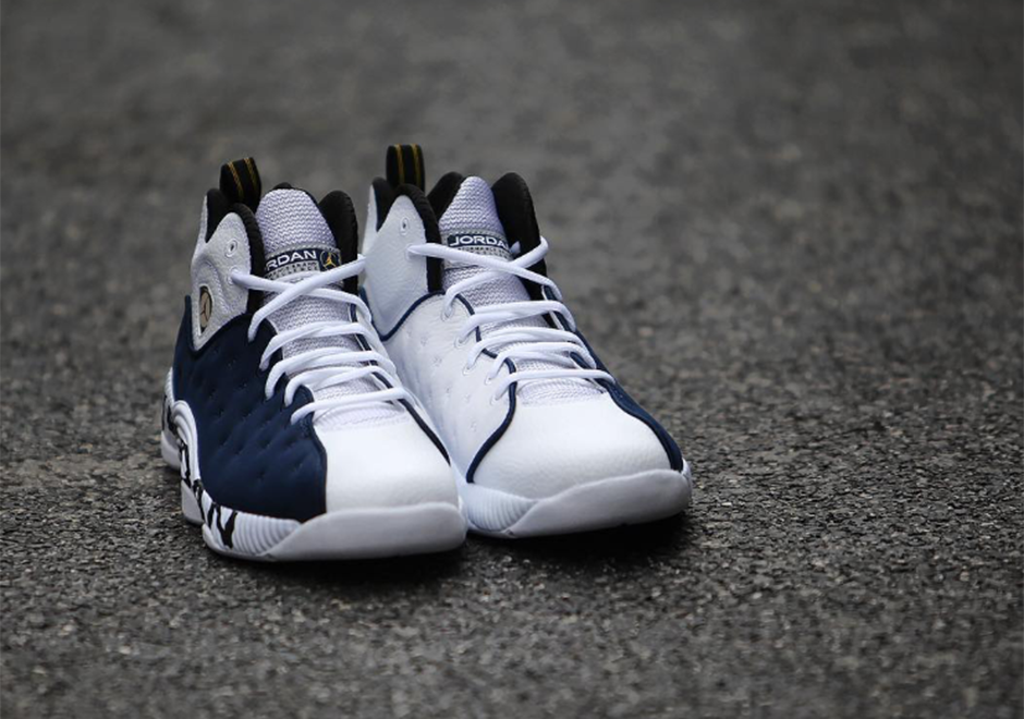 07a2181aa94f The Jordan Jumpman Team 2 In Navy And White - SneakerNews.com