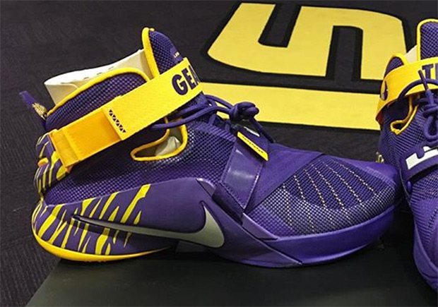 10a6b8f645854 Ben Simmons Shows Off Another Pair Of Exclusive Nike LeBrons