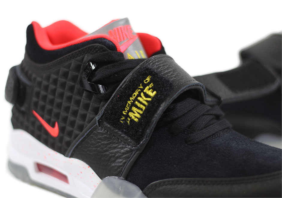 buy popular 633e7 f7548 Victor Cruz Honors Late Father With Nike Air Trainer Cruz