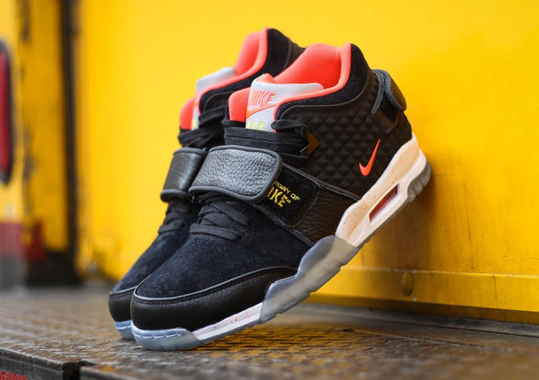 "b1102ebf1143 Victor Cruz Honors Late Father With Nike Air Trainer Cruz ""Memory Of Mike"""