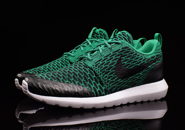 nike flyknit roshes green