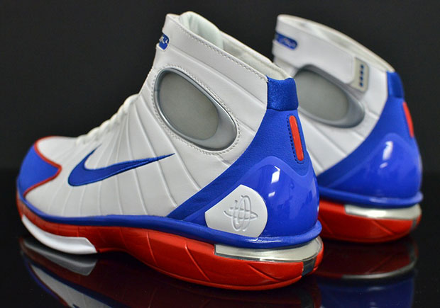 5ea1b1084e616 Remembering Kobe Bryant s First Year As A Nike Athlete With The Huarache 2k4
