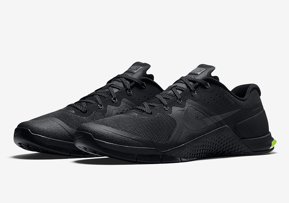 The Nike Metcon 1's work out session is over, and now it's time for the  Metcon 2 to take over. The follow-up to the popular Metcon 1 is much the  same as ...