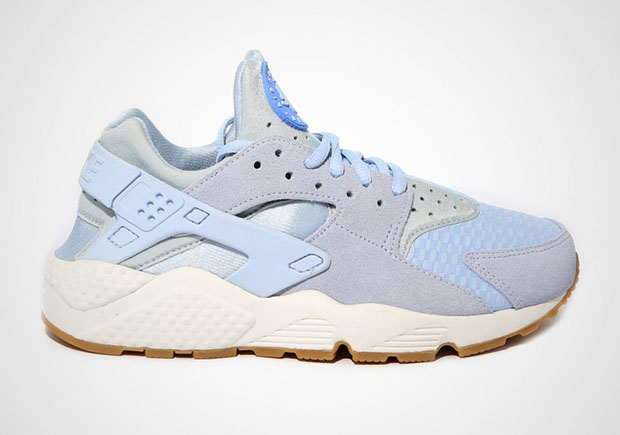 The Nike Air Huarache starts out on a high note in 2016 for the ladies, as  you can see by this clean and light new colorway. The light blue shade that  ...