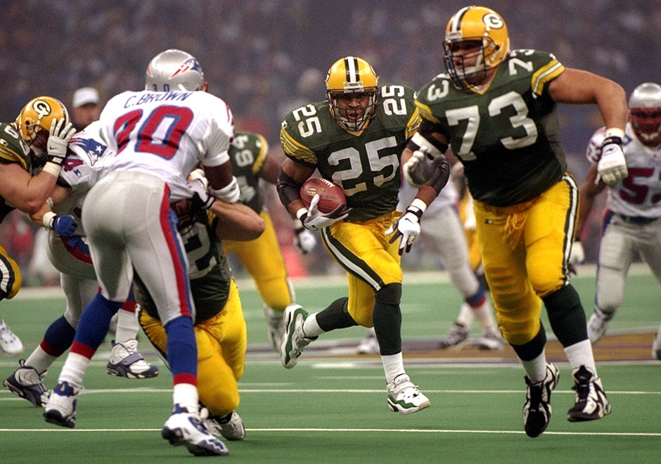 f733064ada The Zoom Turf was still popular in 1997, and made it all the way to Super  Bowl XXXI. Seen here on the feet of Dorsey Levens, other Packers also wore  the ...