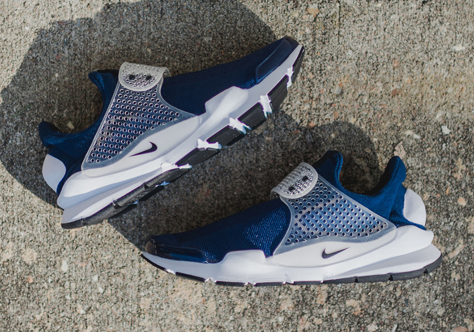 "competitive price 2ddc5 ae0da Nike Sock Dart ""Midnight Navy"" Just Hit Stores - SneakerNews.com"