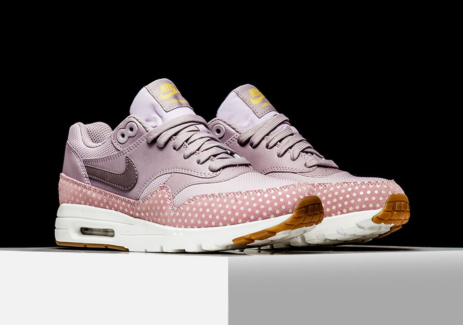 online store a716f 52618 hot sale Nike Air Max 1s With Polka Dot Prints For Women