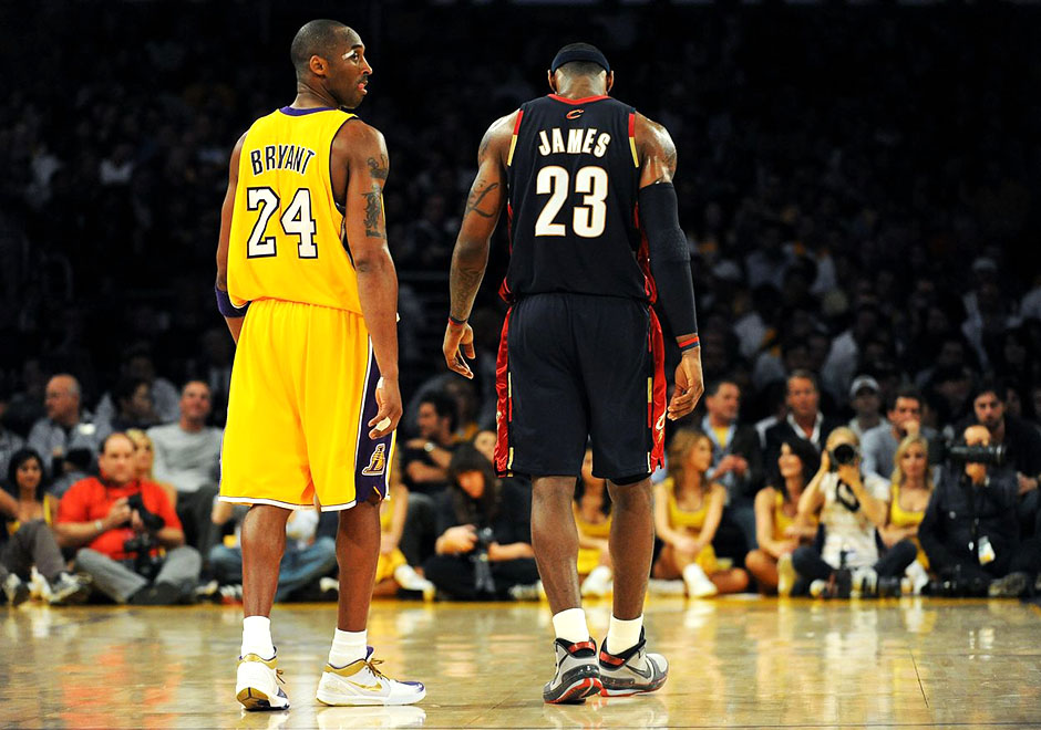 4-2009-kobe-4-pe-white-purple-toe-vs-lebron