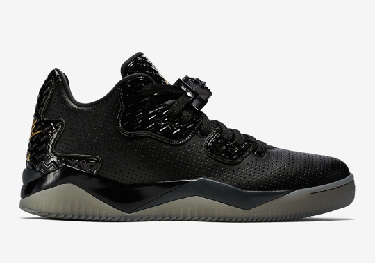 """There's A """"Triple Black"""" Colorway Of The Jordan Spike 40"""