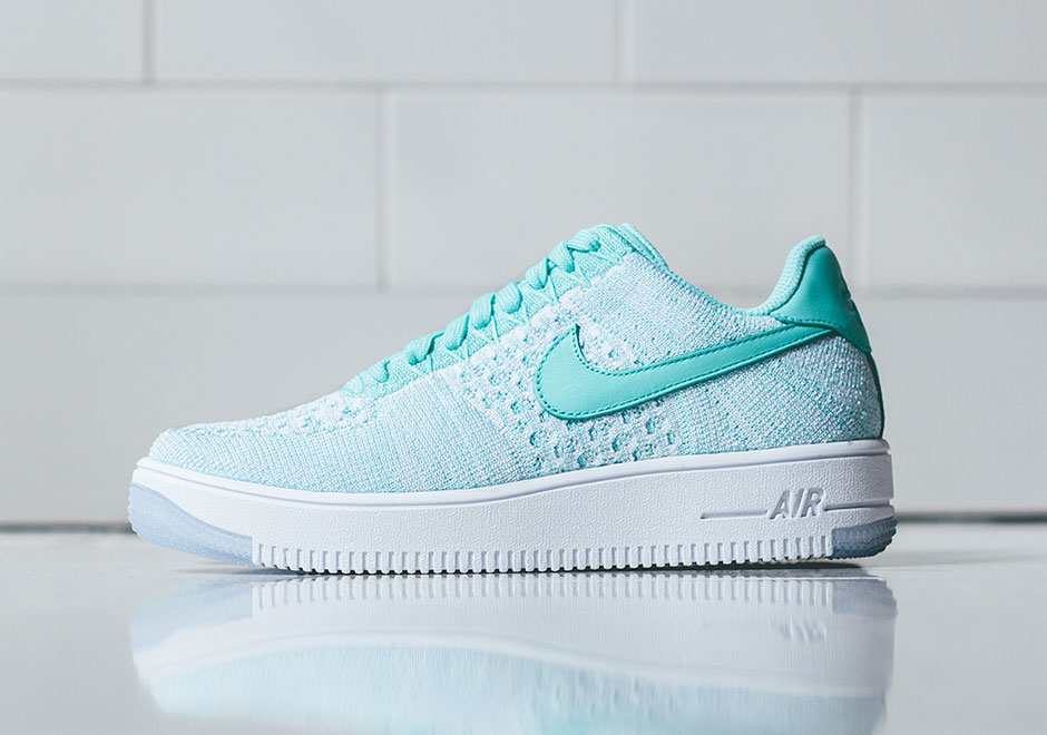 sale retailer 54664 13e06 Nike Air Force 1 Low Flyknit Womens