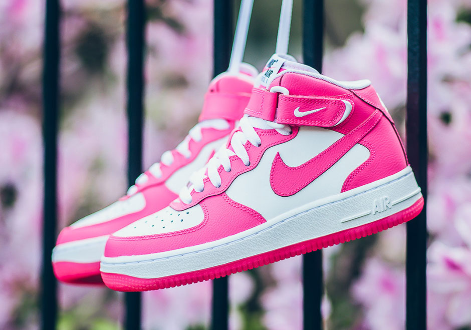 the latest c5137 cd7cf Nike Air Force 1 Mid GS Hyper Pink