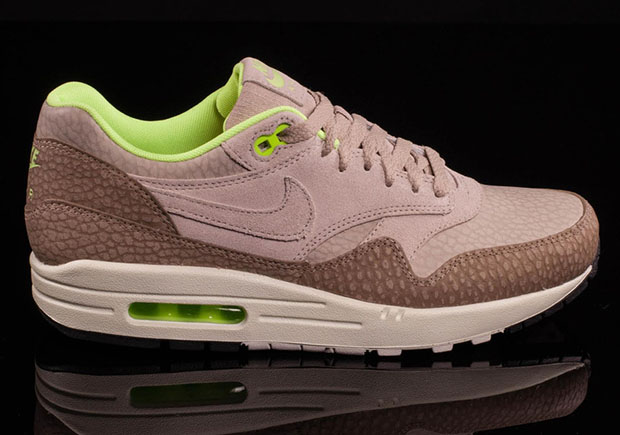 best service 4ae54 dcef0 Advertisement. Is it safari or elephant  The texture on this brand new  colorway of the Nike Air Max 1 ...