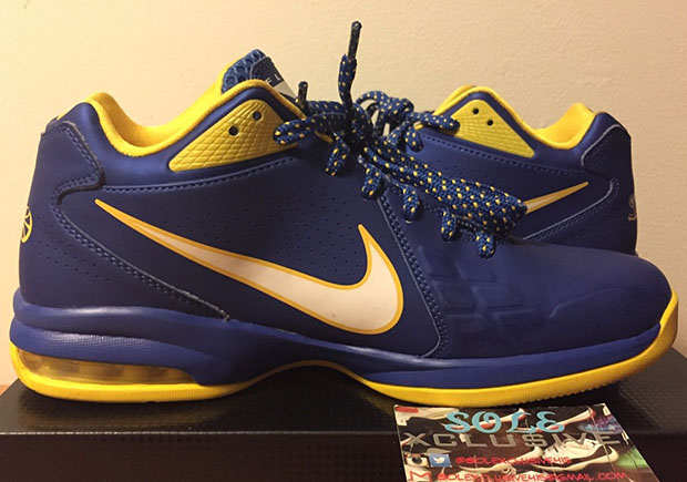 free shipping c27b2 c7810 Check Out This Forgotten Nike PE For Steph Curry - SneakerNews.com