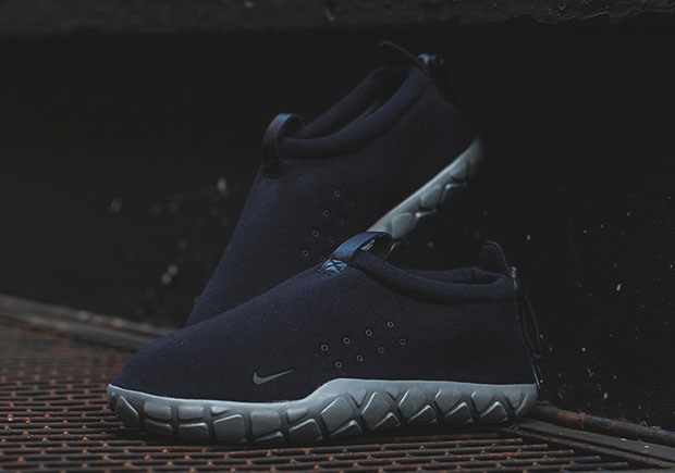 best website c47ac 1ef3f Nike Air Moc Tech Fleece Colorways   SneakerNews.com