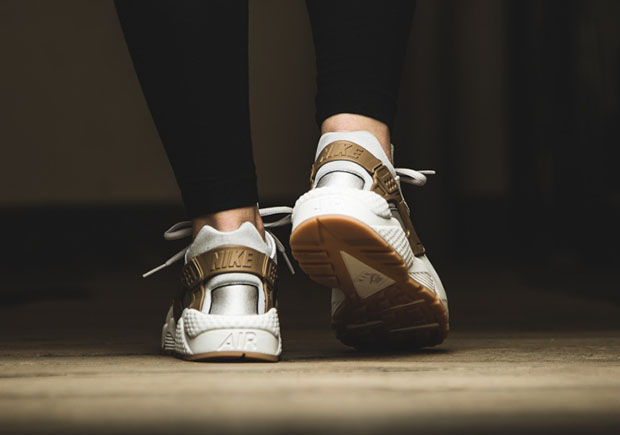 Nike Huarache Donne Aria Eseguire Colore Grigio-bianco ipS0em2urN
