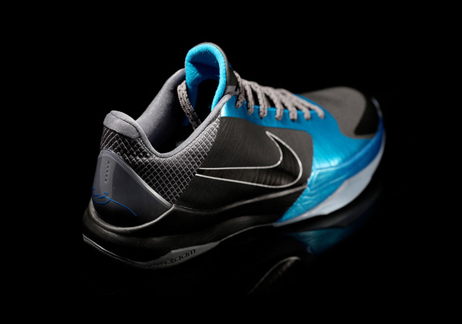"""sneakers for cheap 93590 a0587 Above  Zoom Kobe V """"Dark Knight"""" – 2010 Release"""