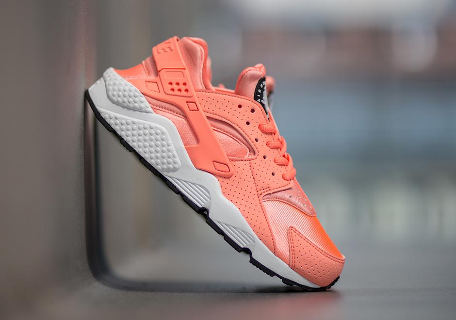 Nike Huarache Atomic Pink Women's 634835-603   SneakerNews.com