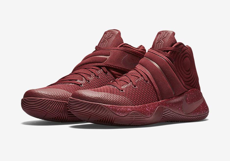 Nike Kyrie  Grade School Shoes