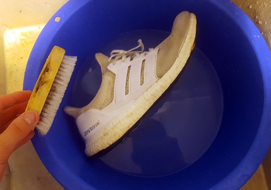 Redditor Gives Awesome Step-By-Step Cleaning Tutorial For Cleaning White Ultra Boosts