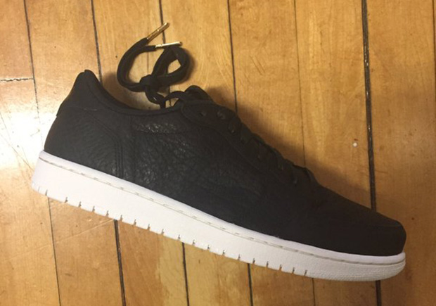 Nike Air Jordan 1 Low Swooshless