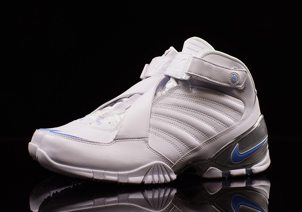 Nike Drops A UNC Themed Zoom Vick 3 Release