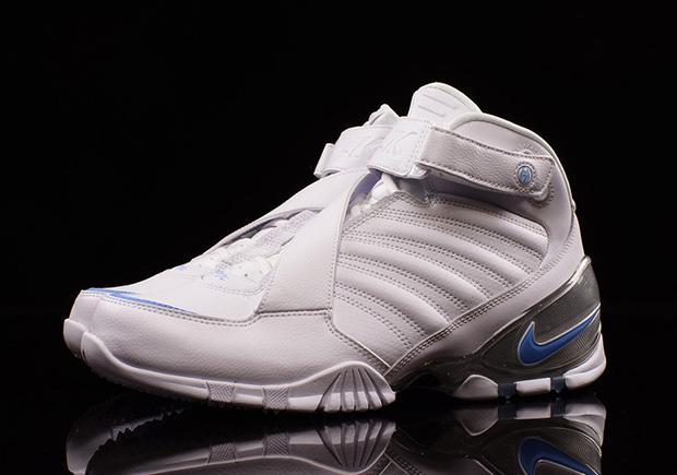 Nike Drops A UNC Themed Zoom Vick 3