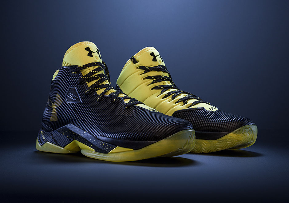 b36af002d97 Under Armour Curry 2.5 Black Taxi Available