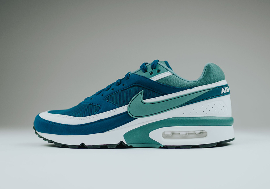 https://sneakernews.com/wp-content/uploads/2016/06/Nike-Air-Max-BW-og-marina-blue-green-jade-white-1.jpg