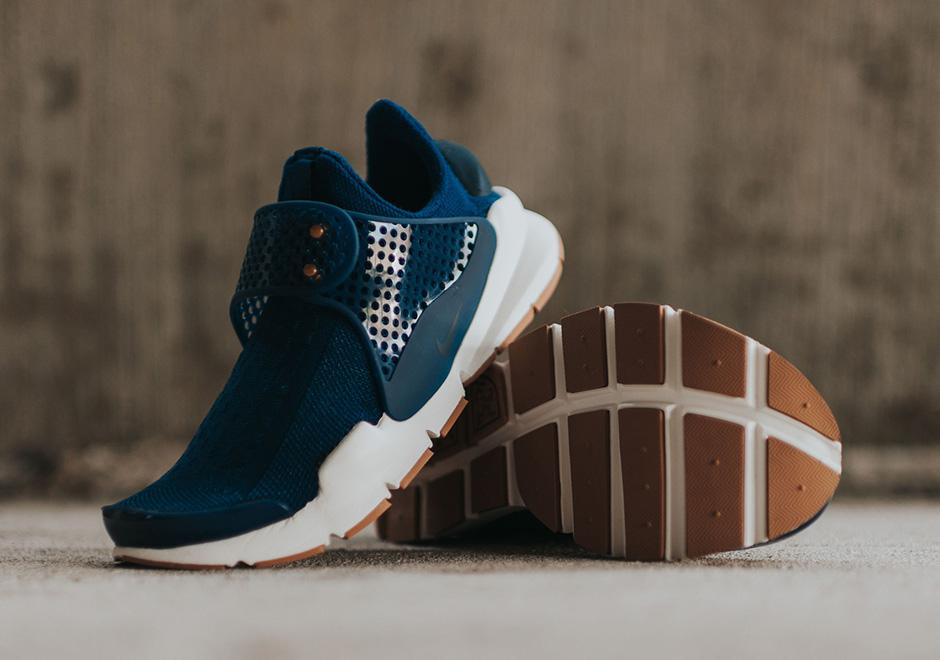 detailed look 85ebb e5396 Nike WMNS Sock Dart Coastal Blue 848475-400 | SneakerNews.com