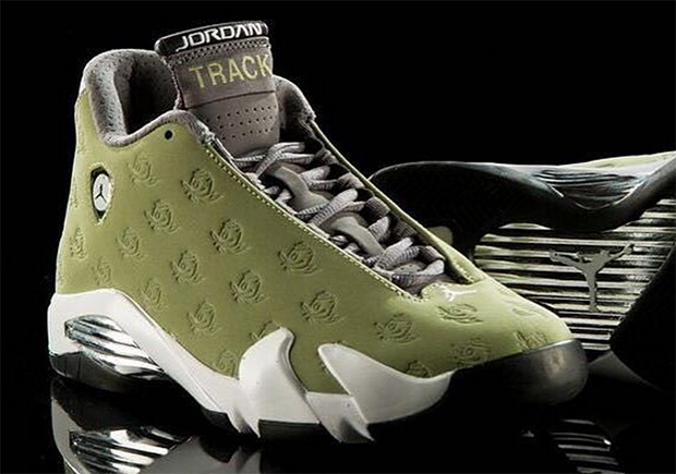 The Oregon Ducks' steady stream of exclusive footwear and gear continues as the Track & Field squad gets their own rendition of the Air Jordan XIV Retro .