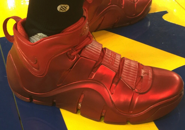 best cheap cc0a5 3eacb LeBron James In Red Nike LeBron IV PE For NBA Finals Practice