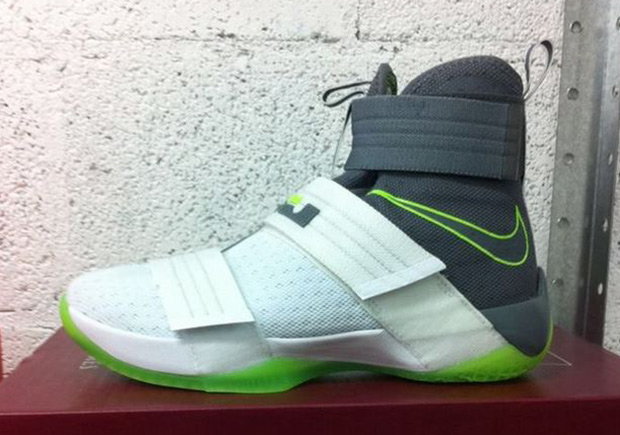 """outlet store 82762 dfede """"Dunkman"""" Is Back On The Nike LeBron Soldier 10"""