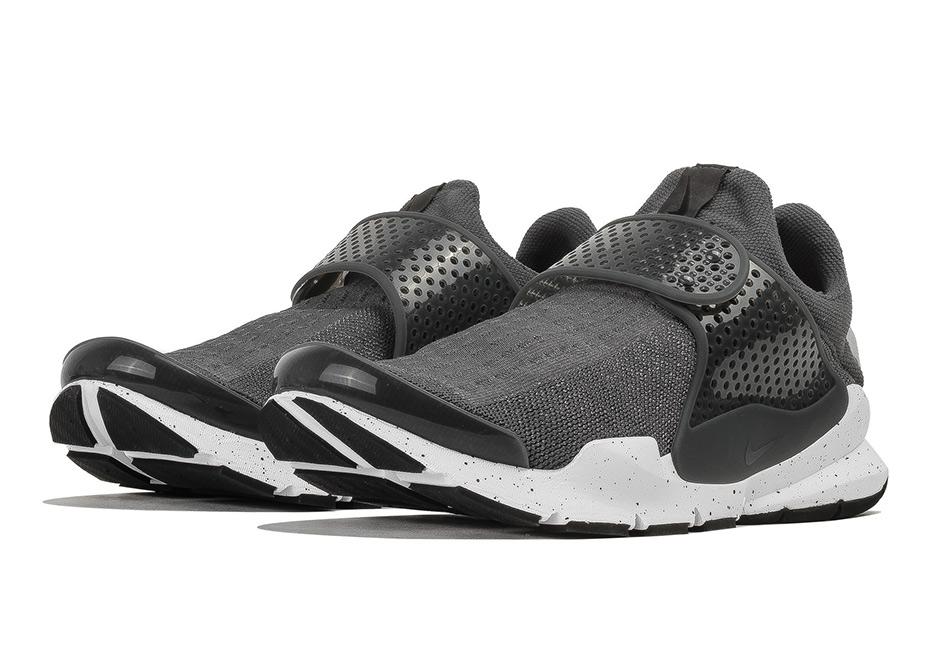 526a7cf4065a Dark Grey Nike Sock Darts Just Released - SneakerNews.com