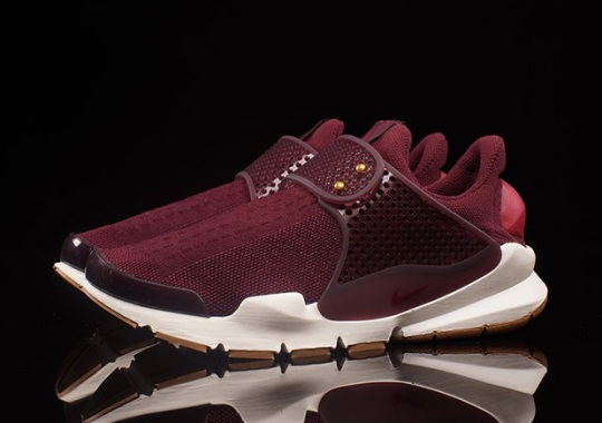 These Women's Only Nike Sock Darts Have Gum Soles