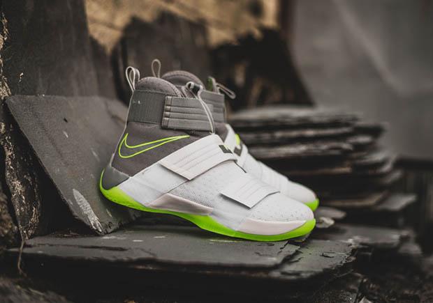 cheaper a0b90 c2552 Nike LeBron Soldier 10 Dunkman 844378-103   SneakerNews.com