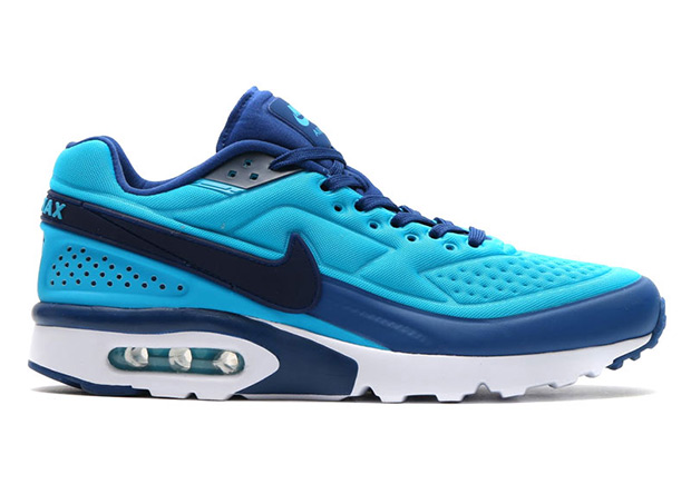 timeless design f8114 5e443 Nike s Big Window classic is back with an updated construction. The Nike  Air Classic BW featured the largest visible air unit on any Air Max model  when ...