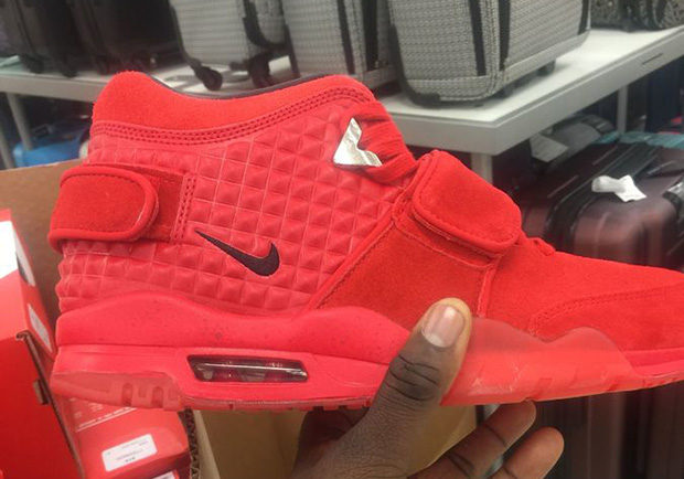 nike-air-trainer-cruz-red-october-marshalls-1