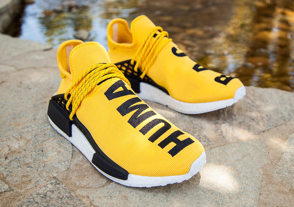 Black And Yellow Twnnis Shoes