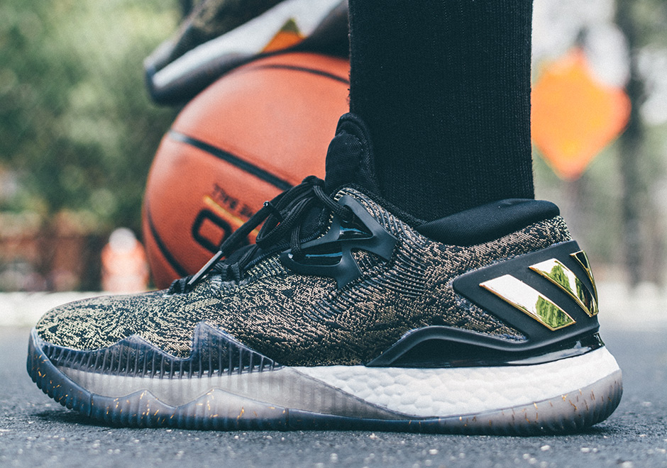 adidas Crazylight Boost 2016 Is Better Than Ever in Black   Gold James  Harden PE - SneakerNews.com 221202dee