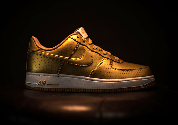 43b0db8ad7031 ... but you can still go for the gold by picking up a pair of these shiny Air  Force 1 s at select Nike sportswear retailers like Rock City Kicks.