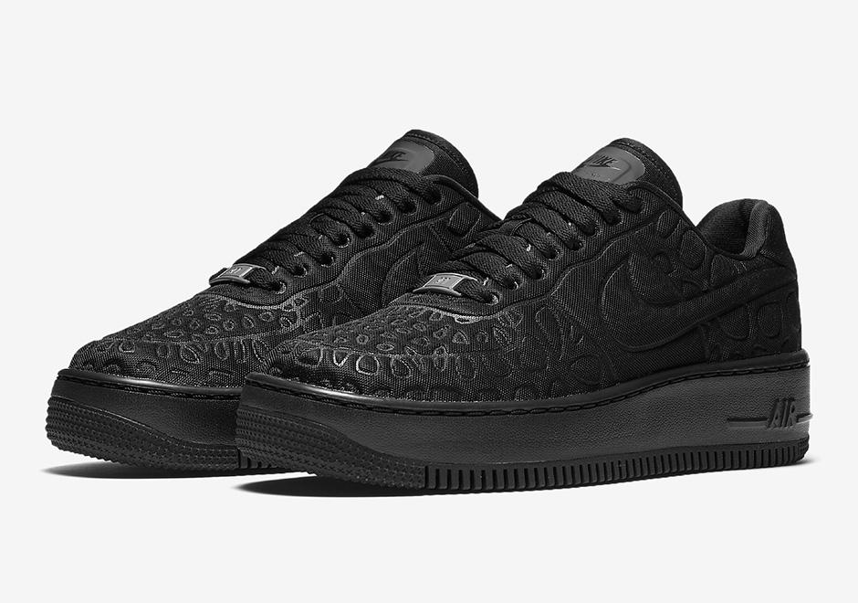 "Nike Air Force 1 Upstep SE ""Triple Black"""