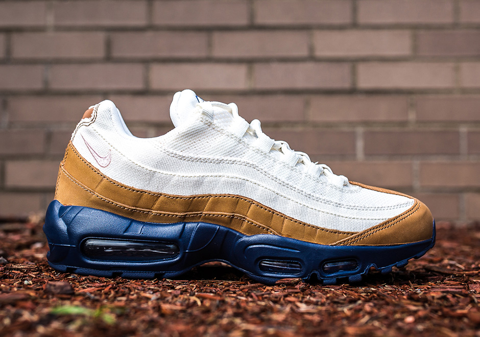 new products 5cf16 4f62a Nike Air Max 95 Ale Brown In Stores Now