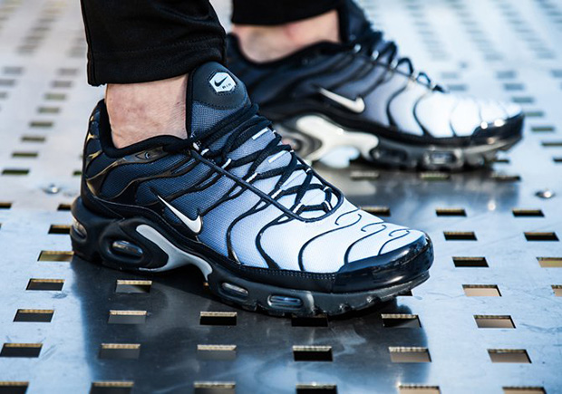 "new concept 2f90f a2931 The Nike Air Max Plus Features A ""Navy Fade"" Gradient Upper"