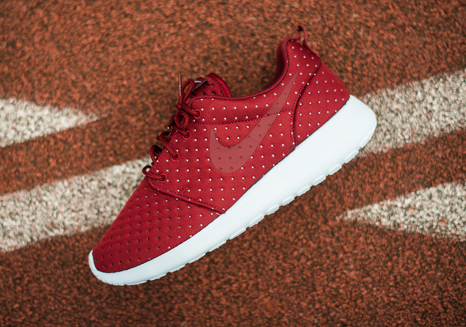 nike roshe with dots