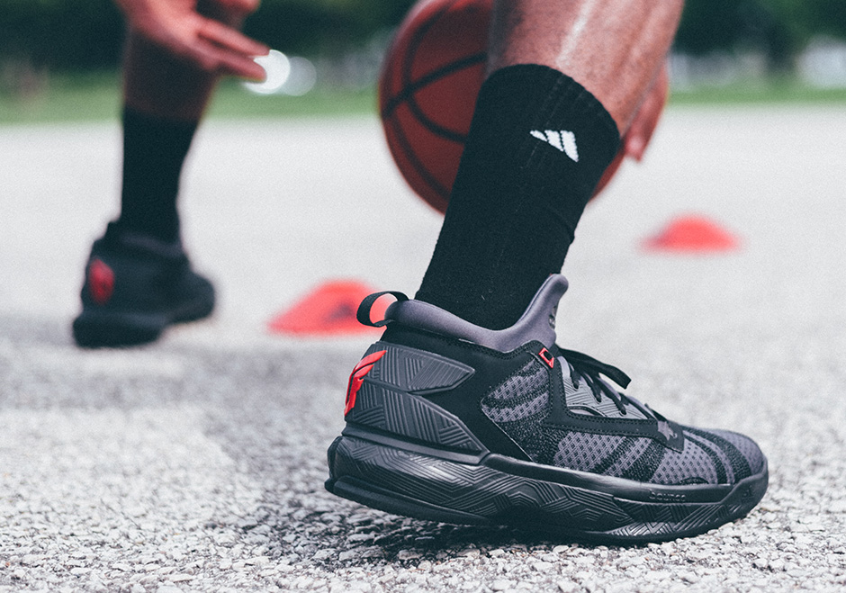sports shoes 2f575 6ce74 Damian Lillard is one of the league s best offensive weapons and somehow he  was still looked over in last year s All-Star Game. The young point guard  lead ...