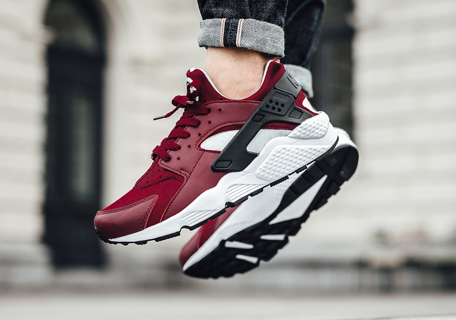 buy online fcb4b 8ee09 Nike Air Huarache. Color  Team Red Black-Pure Platinum-White