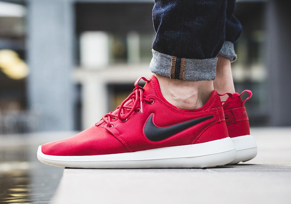 Nike Roshe Courir Sur Les Pieds Rouges Après La Douche