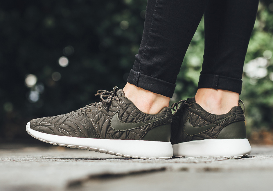 new arrival e5ebd c319e Nike Roshe One Women's Quilted 833928-300 | SneakerNews.com