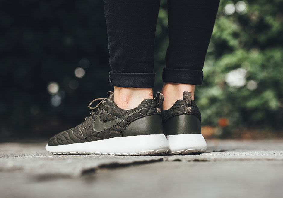 a021b363021c Nike Roshe One Women s Quilted 833928-300
